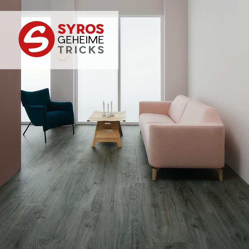 Bodenbelag aus Vinyl mit Holzstruktur-Optik verlegt im Wohnzimmer.