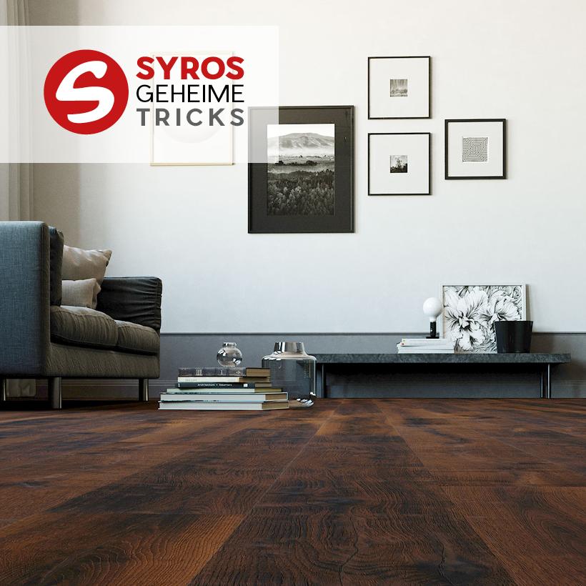 Bodenbelag aus Parkett in klassischem Stil in Wohnzimmer verlegt.